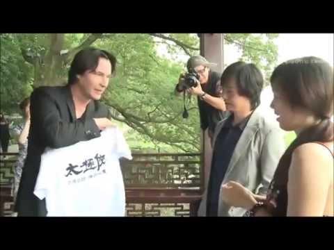 2013 Keanu Reeves meeting with a fan, Hangzhou