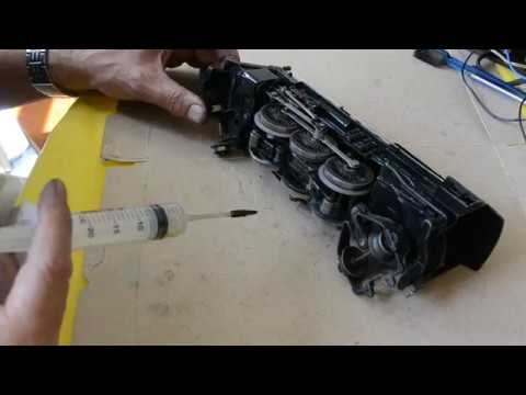 lionel #2025 clean & lubricate: install & lube motor-part 03