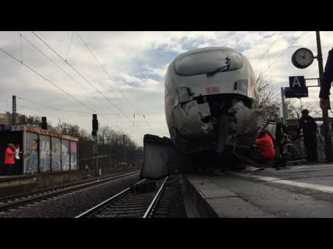 Frankfurt-Griesheim: ICE rammt Prellbock und entgleist