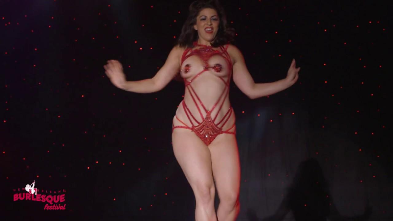 Burlesque milf