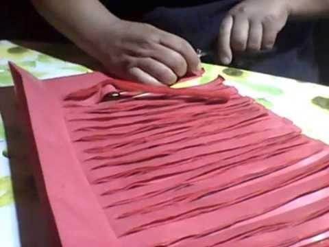 Como hacer un plumero facil con papel de volantin youtube - Como hacer pompones ...