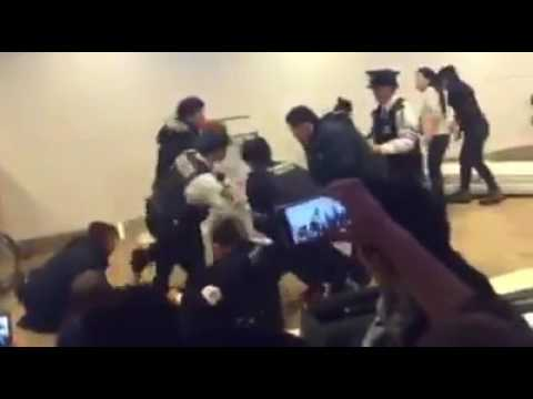 Airport Rage - angry Chinese tourists go on rampage at airport, 2016 Chrismas, Sapporo, Japan