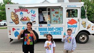 Heidi e Zidane brincam de sorveteria com a máquina de vendas gigante | Ice Cream Truck Pretend Play