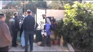 Palestinian lady arrives home finds Jewish settlers have stolen her house