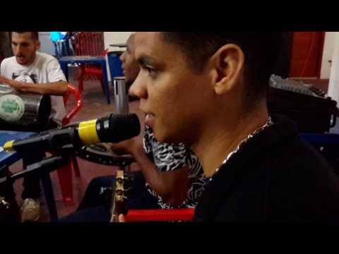 vídeo Samba na quadra da X9 Paulistana