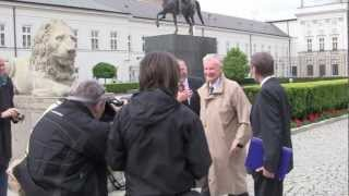Zbigniew Brzezinski gets 'papped' at the Presidential Palace, Warsaw, Poland - 17th May, 2012