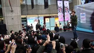 小宇- 一個光年的距離  (桃園大遠百簽唱會) 2013.01.06
