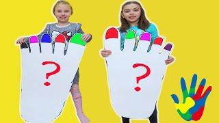 PICIOARE MARI   Copiii vopsesc unghiile cu vopsele pentru degetele