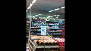 Таракан в хлебном отделе магазина Перекрёсток в ТЦ Рязанский(, 2013-09-18T17:59:15.000Z)