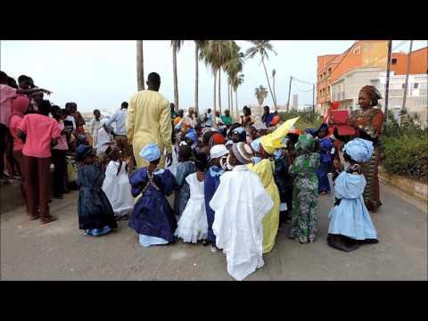 St Louis Sénégal - les enfants fêtent mardi gras