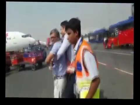 IndiGo Airlines assaulted a passenger on the tarmac of the Delhi airport 151017