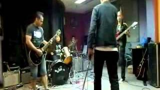 Macam di KK cover by Inflakasta at Jam Session Cosmopoint KK November 2011