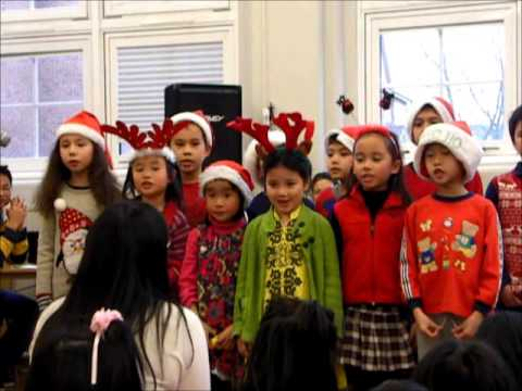 Thana and Tina singing We Wish you a Merry Christmas in Chinese