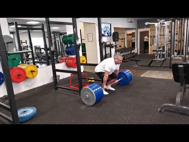 Deadlift 3 x 190 kg.