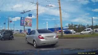ДТП Сумы 13 06(Джентльмен на Камри начал движение из своего ряда, леди на Смарте двигалась на красный, при этом тарахтела..., 2016-06-16T14:07:02.000Z)