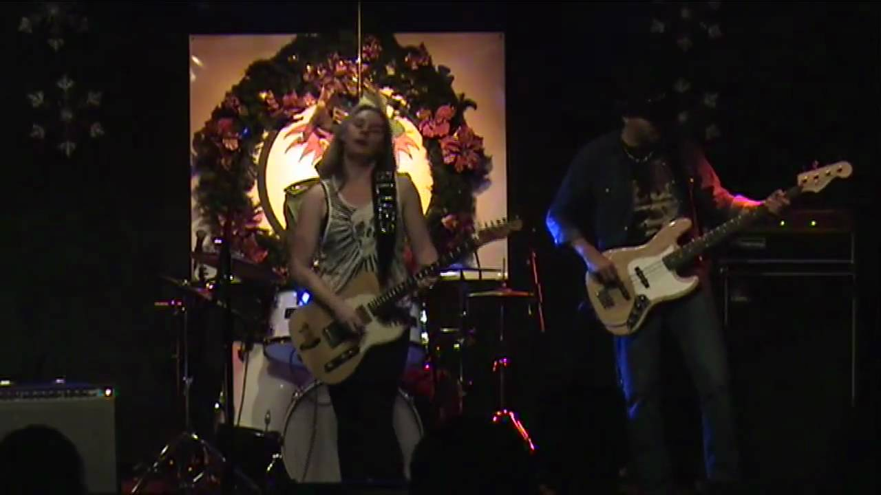 joanne-shaw-taylor-love-is-just-another-word-livegigvideo1