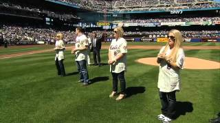 2012/04/05 Carter family throws first pitch