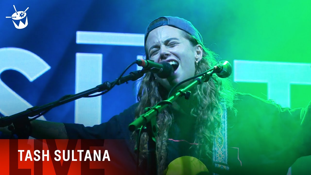 Resultado de imagen de Emotional Solo on electrified Guitar by Tash Sultana performing Jungle