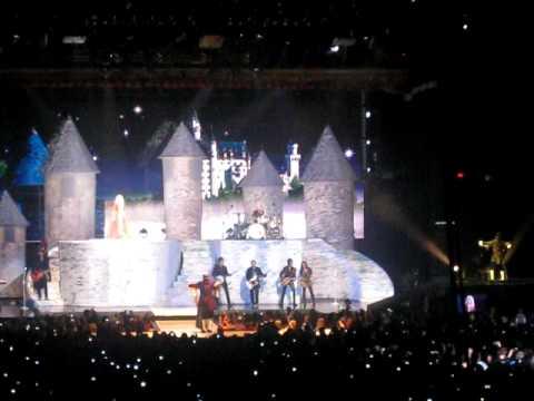 Taylor Swift - Love Story (full performance)