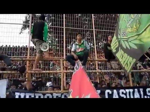 Bonek Green Nord Nge-Chant di Tribun Utara Stadion Gelora 10 Nopember