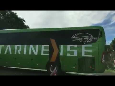 đầu tư giá trị - 0 - SỐC: Fan Brazil ném đá chai lọ vào xe bus chở Neymar và đồng đội ngày về nước