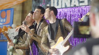 Jonas Brothers - What A Man Gotta Do (Behind The Scenes)