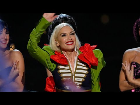 Download Youtube: Gwen Stefani Duets With Boyfriend Blake Shelton as Her Kids Share an Adorable Christmas Tradition