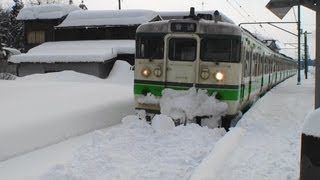 The Local train could not move due to heavy snow. 2012.2.19 JR越後...
