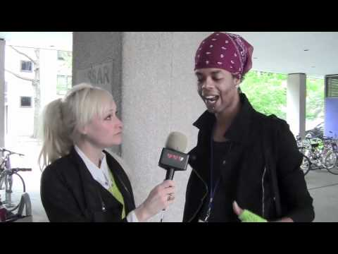 Antoine Dodson at ROFLcon: Lauren O'Nizzle s the Bed Intruder