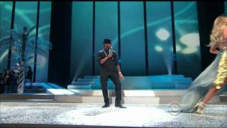 Usher (LIVE) - Victoria's Secret Fashion Show Miami - 2008 [With songs - What's your name & Yeah] thumbnail