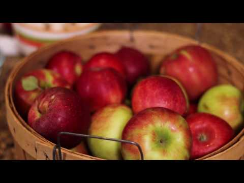 UConn Health Dietitians Prepare Baked Apples