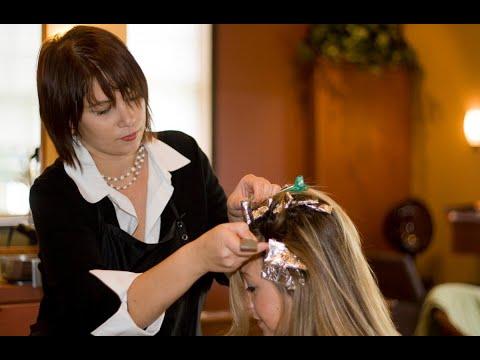 #صحتك_تهمنا - دراسة بريطانية: صبغة الشعر تزيد احتمالية الإصابة بالسرطان  - 20:22-2017 / 10 / 17