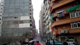 ثوار الاسكندرية أثناء الاعتداء عليهم بدوران السيوف
