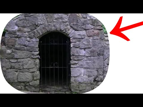 TREASURE HUNTING SOUTH CAROLINA! CREEPY LOCKED ROOM & METAL DETECTOR FINDS LOADS OF COINS!