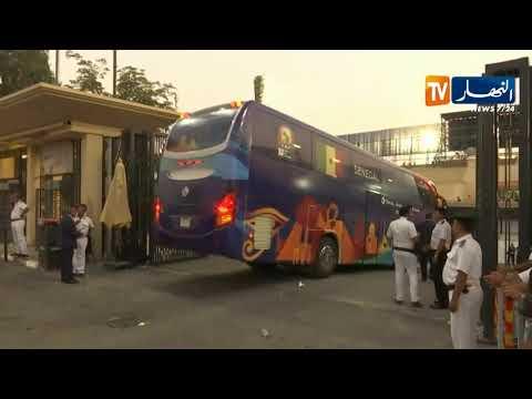 شاهد.. لحظة وصول الحافلة التي تقل المنتخب السنغالي إلى ملعب القاهرة