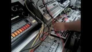 Honeysmack short live techno acid jam with 909 808 303 MachineDrum x0xb0x