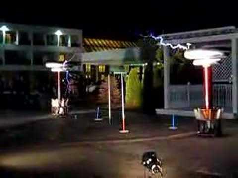 Musical Tesla Coils at Penguicon 2008 (1)