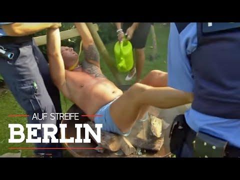Spanferkel mal anders: Mann hängt über Lagerfeuer  Auf Streife - Berlin  SAT1 TV