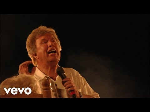 Bill & Gloria Gaither - O, the Blood of Jesus/Nothing But the Blood/Near the Cross (Medley) [Live]