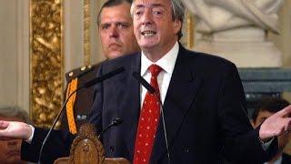 Discurso de Néstor Kirchner al anunciar el pago adelantado al FMI, 15 de diciembre de 2005. thumbnail