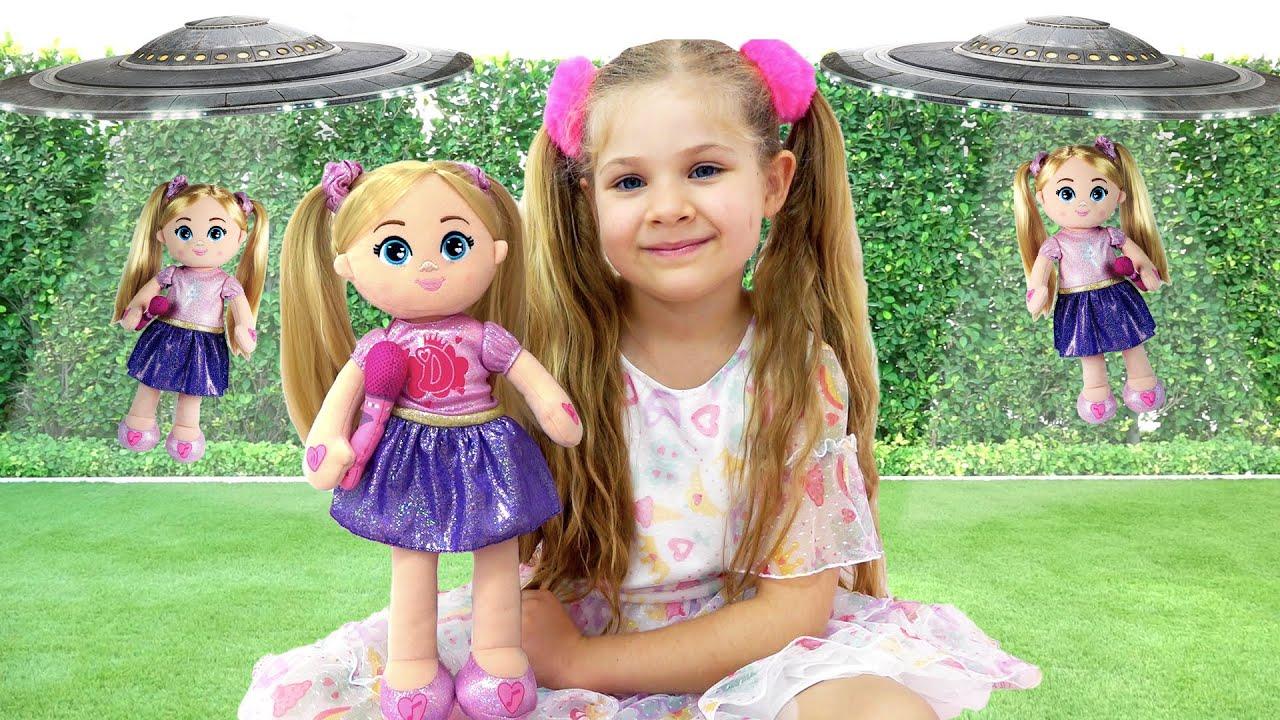 Diana Bermain Dengan Boneka Plush