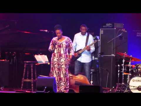 Dianne Reeves ' Waiting In Vain ' (cover Bob Marley ) @ North Sea Jazz 2015  (2/4)