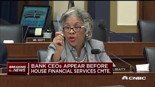 Rep. Beatty has bank CEOs break down their diversity in management