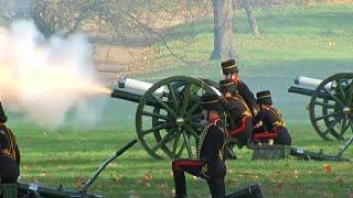 شاهد: 41 طلقة مدفعية تحية للأمير تشارلز في عيد ميلاده السبعين…