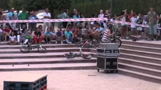 Repeat youtube video Exhibición BMX Almansa - Fiestas Barrio San Roque 2013