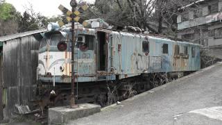 ニイダ模型前にある国鉄車両のef58 36号機と可部線の73系 広島県 2011 3