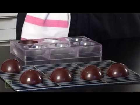Sphère en chocolat par le MOF Pierre Mirgalet