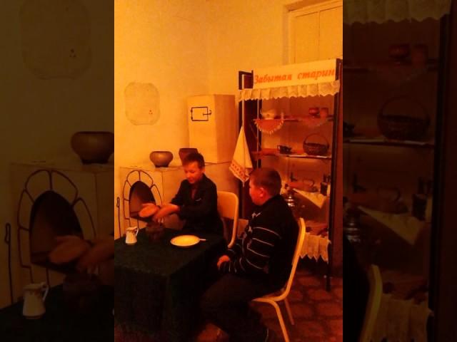 Изображение предпросмотра прочтения – «МОУ Нерчинско-Заводская СОШ» читают произведение «Демьянова уха» И.А.Крылова