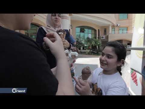 مثلجات مجاناً للفقراء .. مبادرة إنسانية من شبان فلسطينيين  - 15:57-2020 / 8 / 11