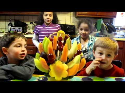 Quinn and Friends Review Edible Arrangements Fruit Bouquet 5/5 Jellybeans Mykidsrank.com